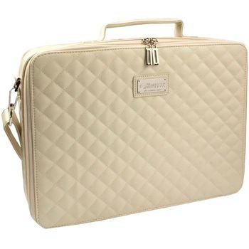 ... CASE je naozaj luxusnýštýlová taška na notebook. Podrobný popis